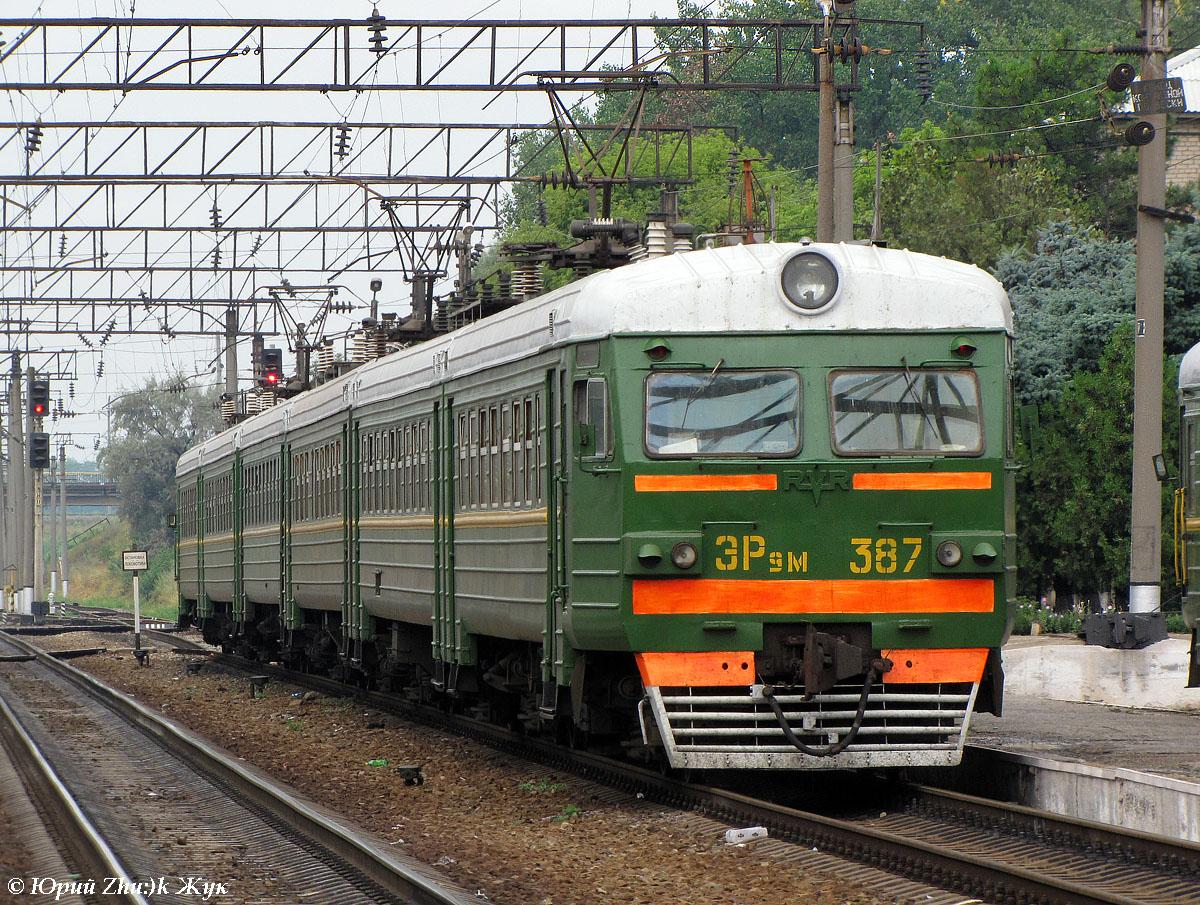 Электропоезд ЭР9М.